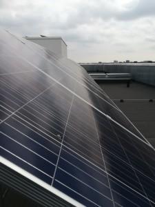 Talon katolle oli asennettu aurinkosähköjärjestelmä